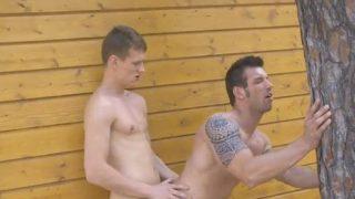 sexo gay na rua com musculoso transando com magrinho dotado