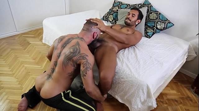 Lucio Saints gay detonando o rabo do passivo