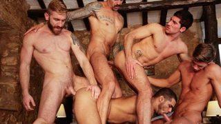 Sexo grupal Vídeo sexo gay grupal com homens gostosos