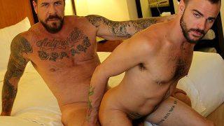 Coroa fudendo Gay passivo no quarto de motel