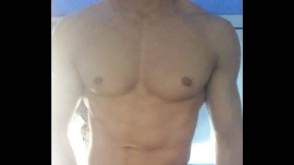 Musculoso mostrando Rola dura pra meter depois