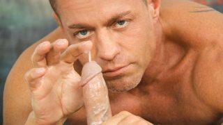 Boquete com punheta gay em um novinho delicioso