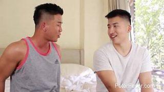 Asiatico gay fodendo o cuzinho do namorado tambem asiatico