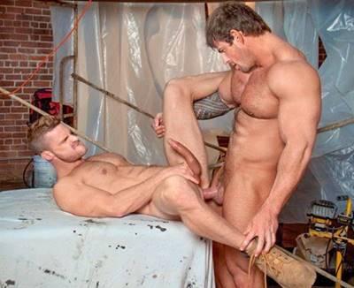 Homens Musculosos pelados e pauzudos num transa Gostosa