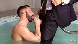 Sexo na sauna gay com um putinho gostoso que adora piroca no cú