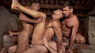 Surubinha gostoso com Vários machos se Fudendo