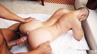 Homem da rola Suculenta dando umas pirocas no namorado