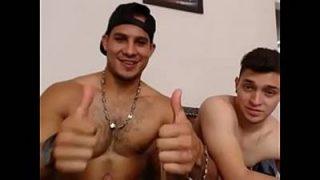 Sexo na web cam com dois Rapaz dotados cheios de Tesão