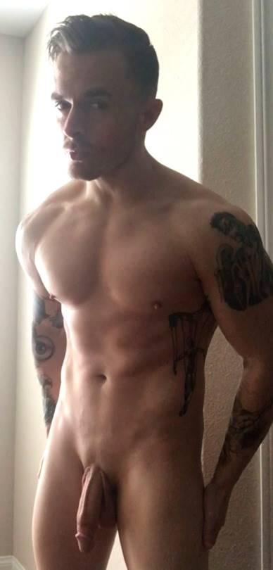 Tatuado pauzudo