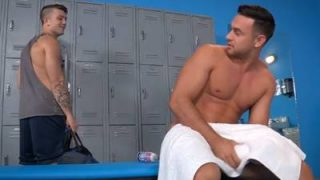Sexo no banho com amigão dotado atolando muito gostoso